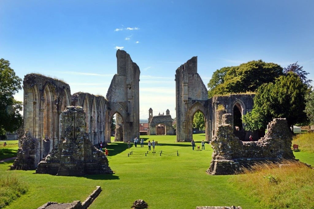 image of the remains of glastonbury abbey