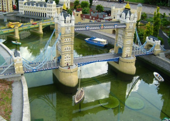 model of london bridge made out of lego