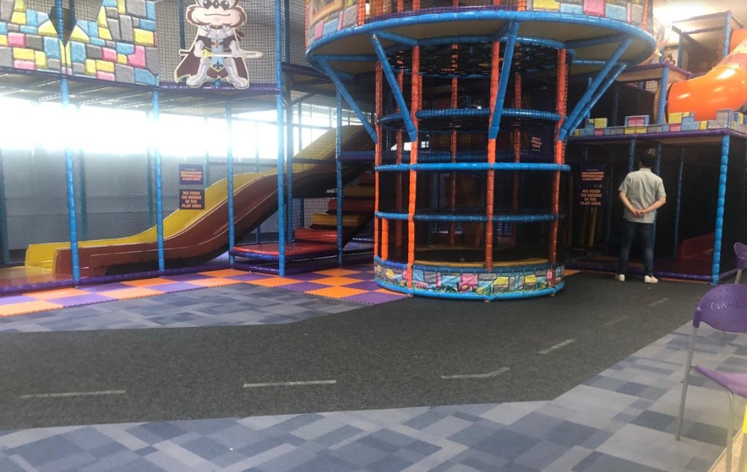 play area at chipmunks playland and cafe